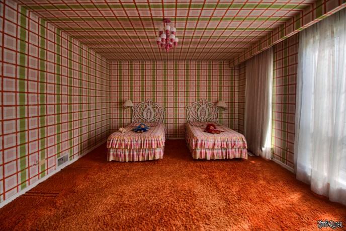 crazy trippy bedroom