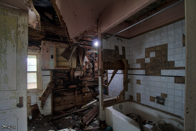 decrepit bathroom