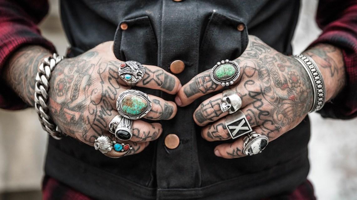 Se faire Tatouer les Mains et/ou les Doigts