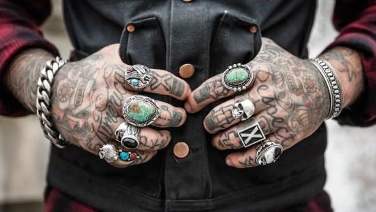 Se faire Tatouer les Doigts ou les Mains