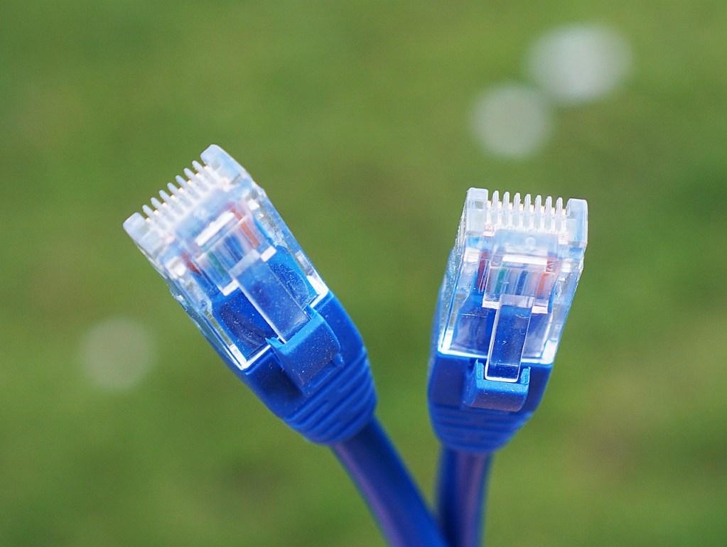 Aventure : avoir un câble de rechange, c'est une bonne idée. À hauteur que ledit câble soit adapté à vos besoins