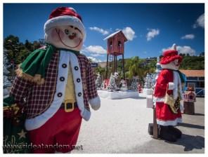 Das zu Weihnachten Schnee gehört und lustige Männer mit roten Hüten, wissen auch die Brasilianer. Dies ist das Ergebnis