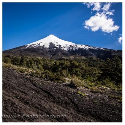 So irgendwie stelle ich mir einen inaktiven Vulkan vor. Blauer Himmel und Schneekuppe.