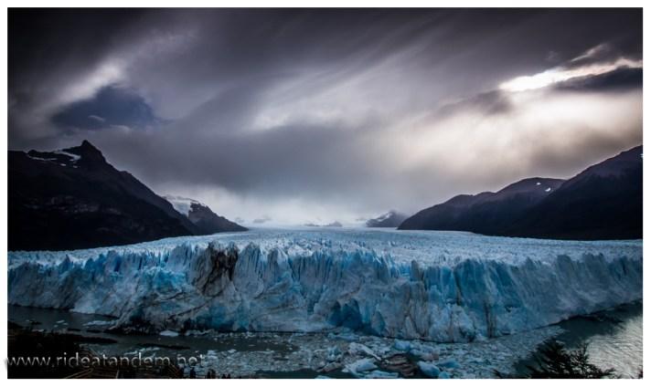 14 km geht die Gletscherzunge hinauf. Kaum vorstellbar für mich.