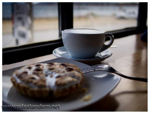 Die vielen Eindrücke brauchen manchmal etwas Ruhe um zu sacken. Kaffee mit lecker Kuchen und Meerblick helfen dabei