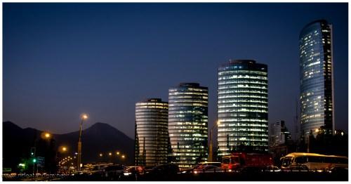 Santiago bei Nacht und wenig bis keinen Smog.