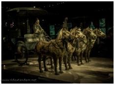 Die Kutschen sollen etwa halb so gross sein wie die Originale. In jedem Fall sind die Kutschen, Pferde usw irrsinnig fein gearbeitet