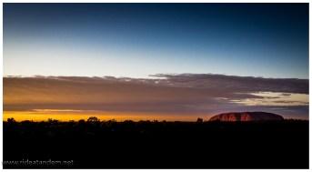 Uluru während des Sonnenaufgangs