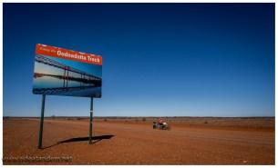 Manchmal überraschen die Australien mit klasse Neuigkeiten. Nach über 100km werden wir endlich aufgeklärt das wir auf dem Oodnadatta Track sind, wer hätte das gedacht.