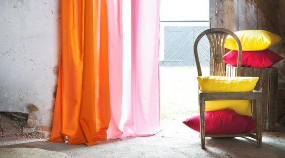 Des rideaux bicolores pour dynamiser la pièce
