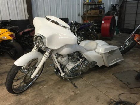 Tombo Racing Bagger in white.