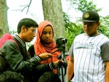 Remaja Mengatur Setting Kamera di Situs Gunung Padang Desa Karyamukti, Kecamatan Campaka Cianjur, Jawa Barat
