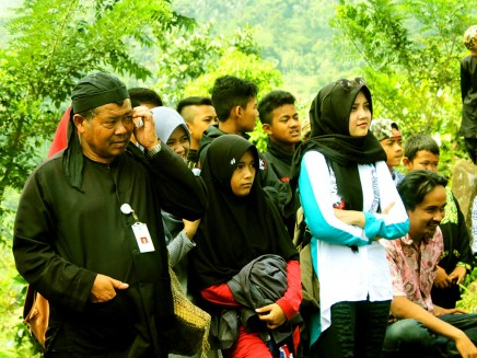 Pementasan Teater oleh MAN 1 Cianjur dalam Pagelaran Seni Budaya di Situs Gunung Padang Desa Karyamukti, Kecamatan Campaka Cianjur, Jawa Barat