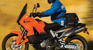 2007-KTM-990-Adventure-Motorcycle-Test-Stermer-03