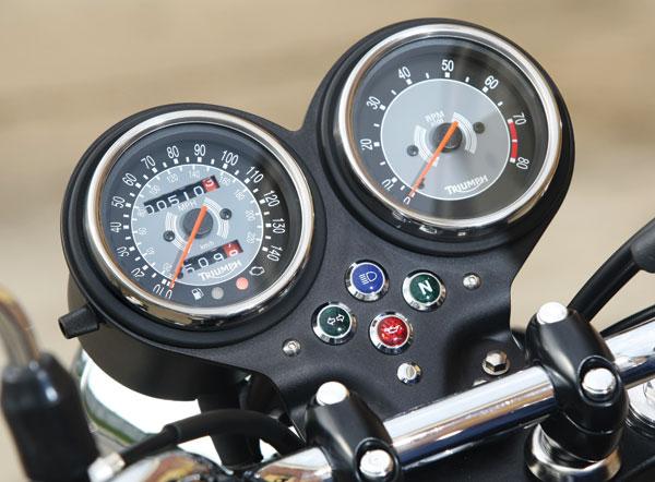 2009 Triumph Bonneville SE Gauges