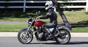 Honda-CB1100-action1