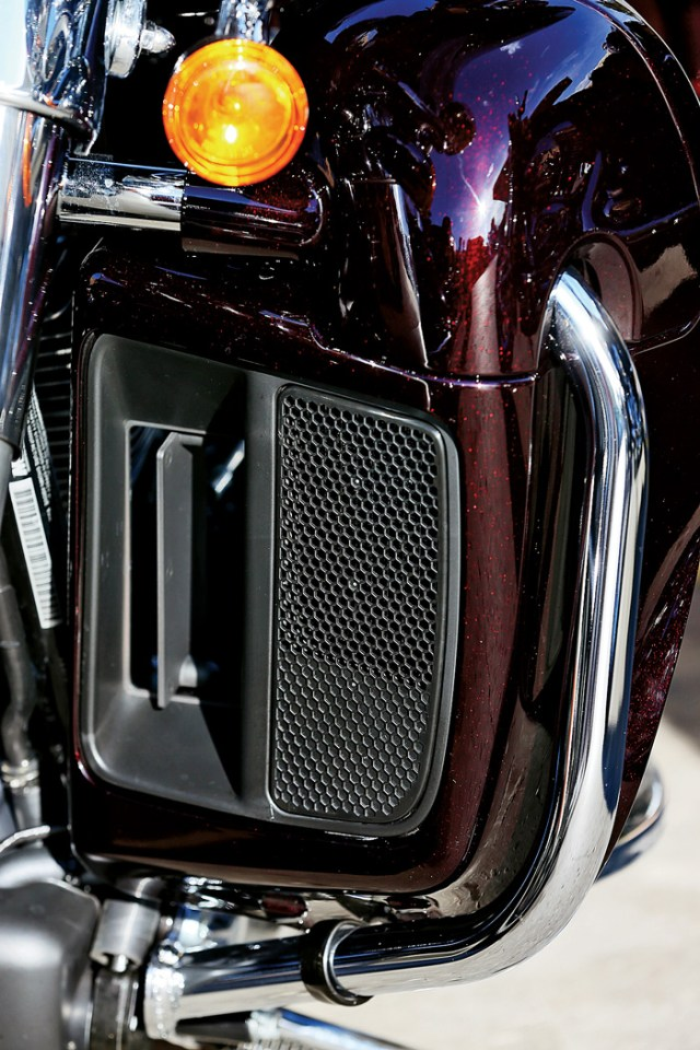 2014 Harley-Davidson Ultra Limited Twin Cooled radiator grill