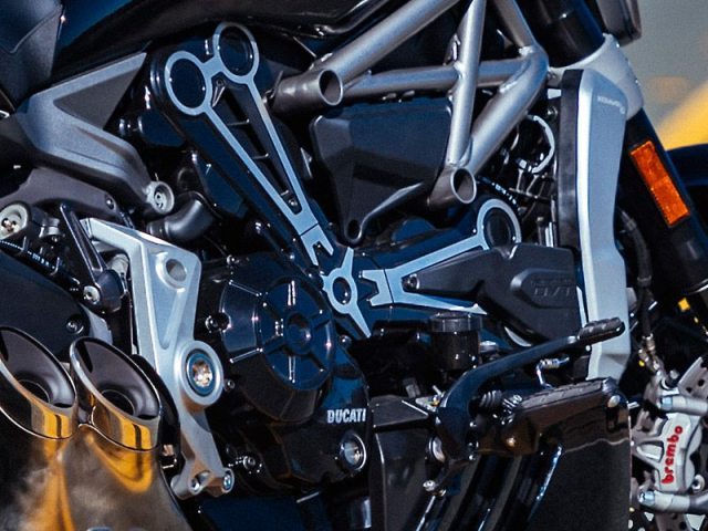 The XDiavel/S is powered by a larger displacement version of the Testastretta DVT L-twin, which has been tuned for low-end torque.