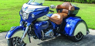 Just gawjus! The two-tone Roadmaster Tomahawk parked at the Sam Rayburn Library in Bonham, Texas.