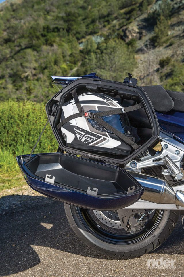 2016 Yamaha FJR1300ES saddlebag