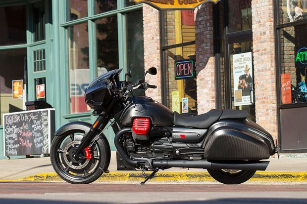 The all-black treatment on the new Moto Guzzi MGX-21 includes carbon fiber panels on the tank and saddlebags. Thank goodness for the bright pops of red on the cylinder heads and brake calipers.
