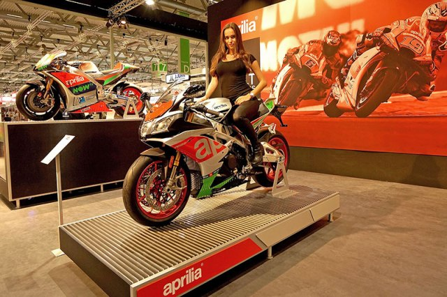 Aprilia unveiled its 2017 RSV4 and Tuono V4 1100 models at the Intermot show in Germany.