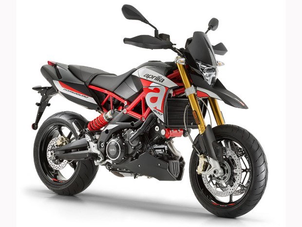 The light, powerful supermoto-style Dorsoduro 900 has a tall seat, a small gas tank and the potential to get you on a first-name basis with the local constabulary.