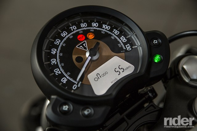 The single-dial display has an analog speedometer, with an LCD gear position indicator and fuel level, and selectable fuel range, fuel consumption data, engine speed, clock, odometer and tripmeters, clock, service indicator, heated grip settings (optional) and cruise control setting (optional).