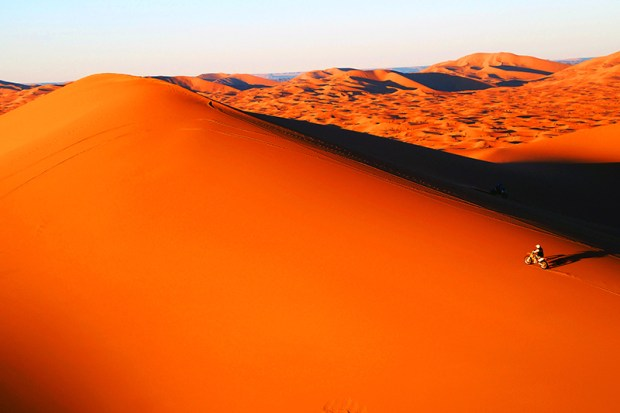 tuareg_rallye_dunes-bike