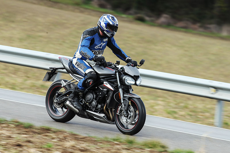 2017 triumph street triple rs first ride review rider magazine. Black Bedroom Furniture Sets. Home Design Ideas
