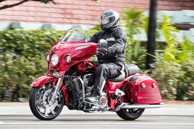 2017 Indian Chieftain Elite action