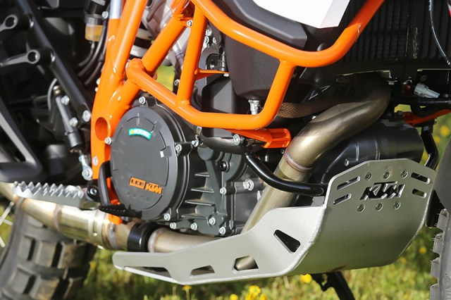 2017 KTM 1090 Adventure R skid plate and rally pegs
