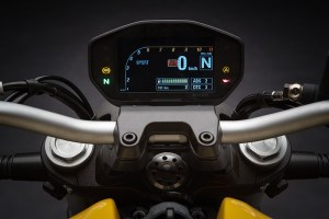 2018 Ducati Monster 821 TFT display