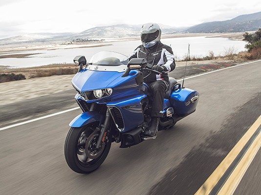 2018 Yamaha Star Eluder bagger in Impact Blue