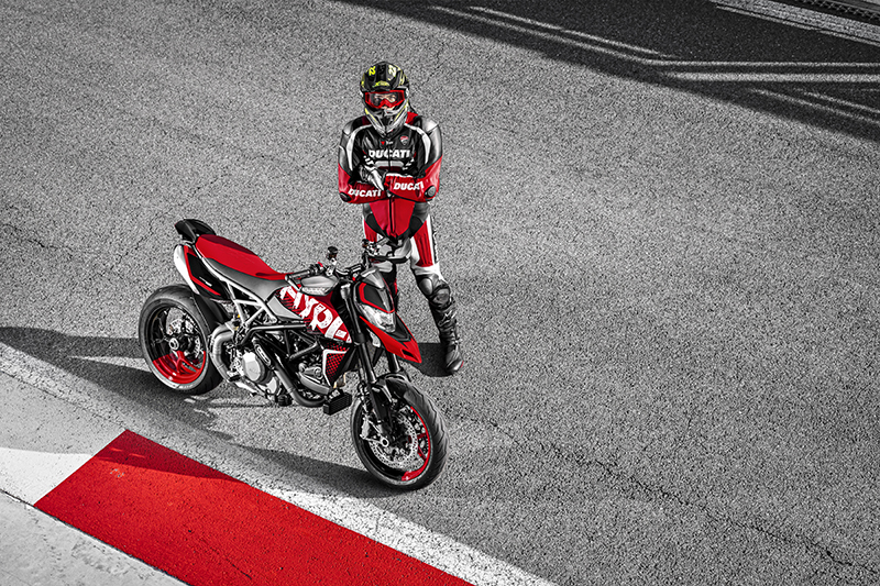 2020 Ducati Hypermotard 950 RVE First Look Review 8