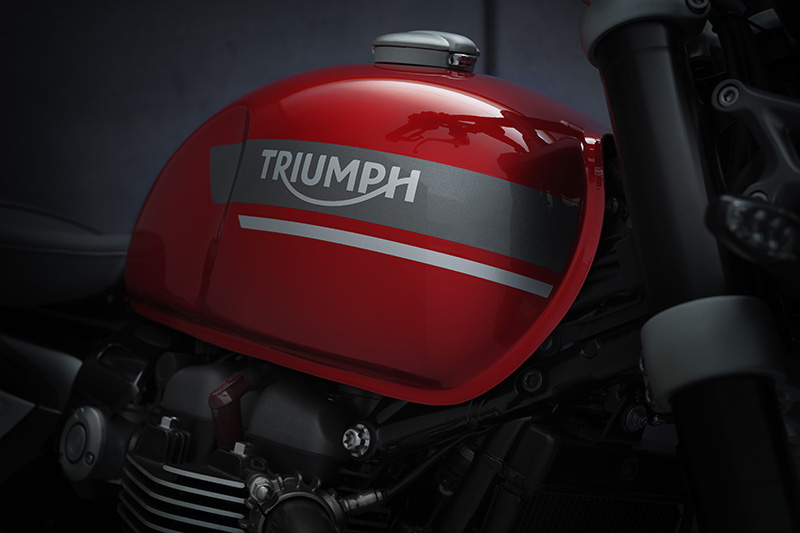2022 Triumph Speed Twin review fuel tank
