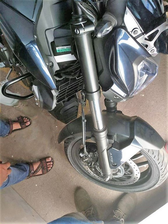bajaj-dominar-400-front-suspension