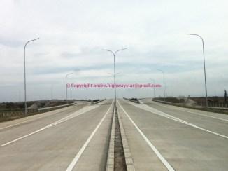 Akses tol mengarah ke Interchange / Bagian Jalan Tol Utama