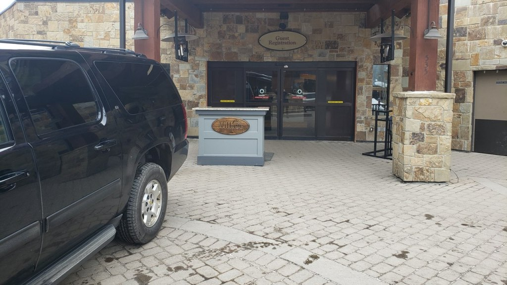 SUV waiting for a ride outside The Village At Breckenridge guess registration