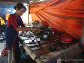 A lady making tea. I enjoy studying her face and dress. She remind me I am right at the crossroad between Himalaya and the Indian subcontinent.
