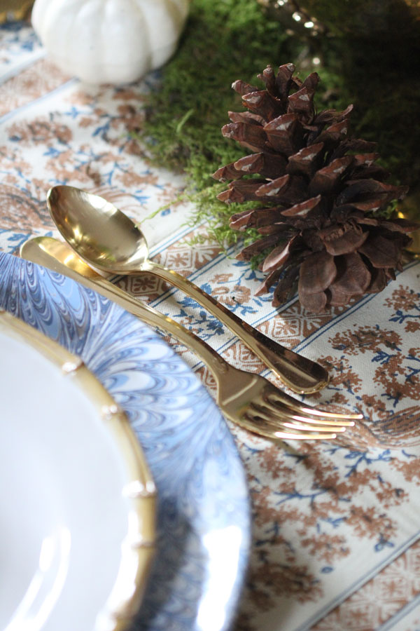 How to Decorate Around your Tablecloth for Thanksgiving | Ridgely's Radar