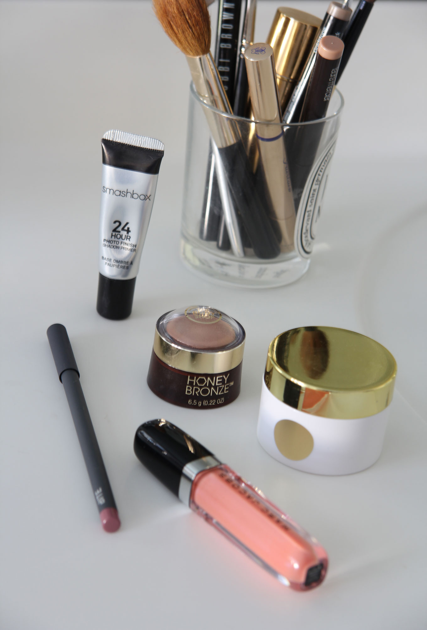 Ridgely Brode shares 5 things from her beauty bag this month, including two lip products and a great highlighter on her blog Ridgely's Radar.