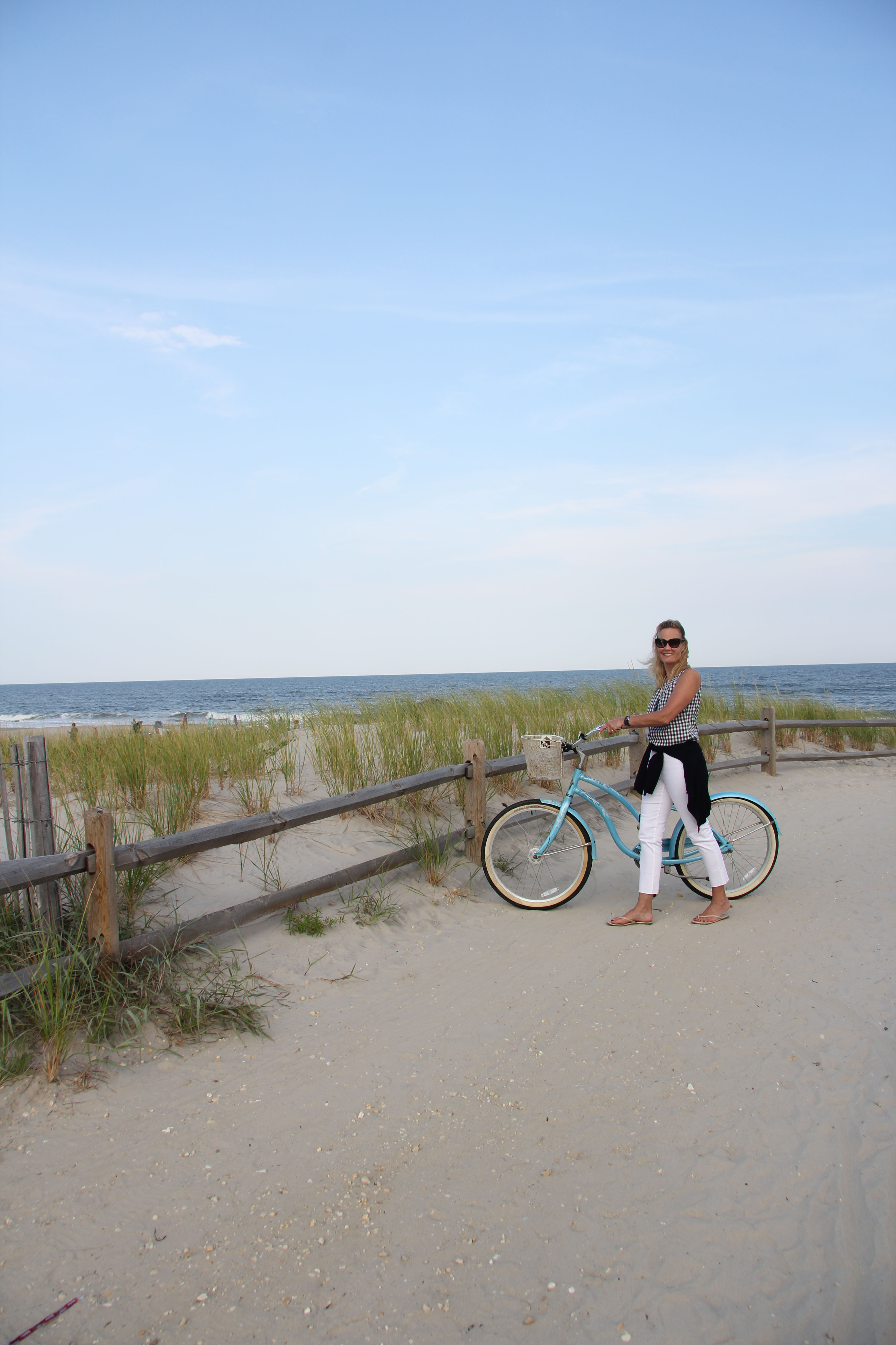 This week Ridgely Brode took her new frayed hem jeans for a spin at the beach and share them on her blog, Ridgely's Radar.