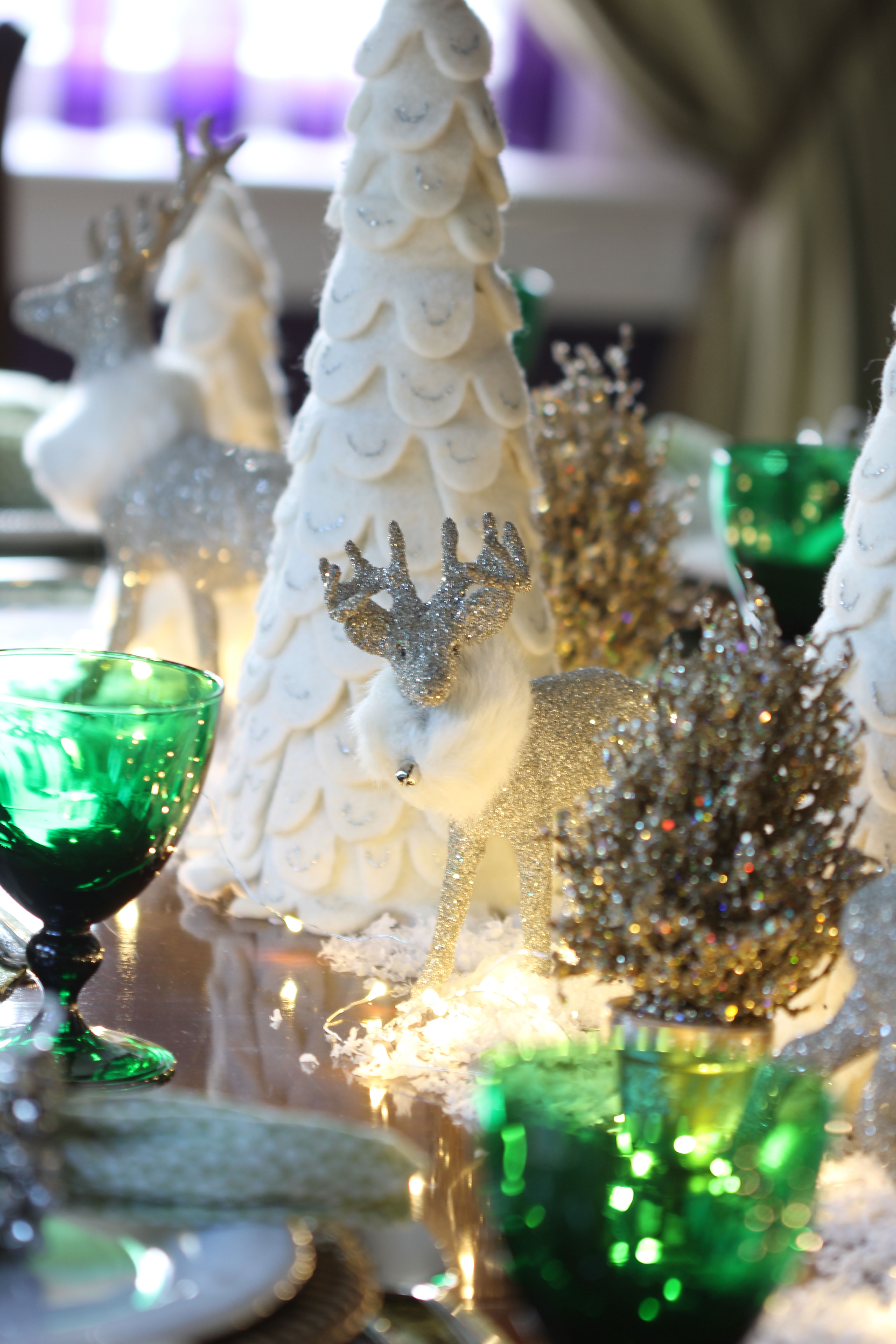 For a recent Christmas dinner, Ridgely Brode created a Snowy Christmas Table for her guests and shares it on her blog, Ridgely's Radar.