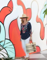 Ridgely Brode wears the really comfortable and flattering Felicity top with her favorite white jeans while on vacation in Florida on her blog Ridgely