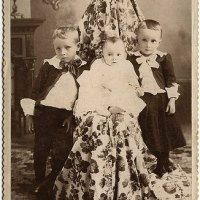 Hidden mothers in Victorian portraits