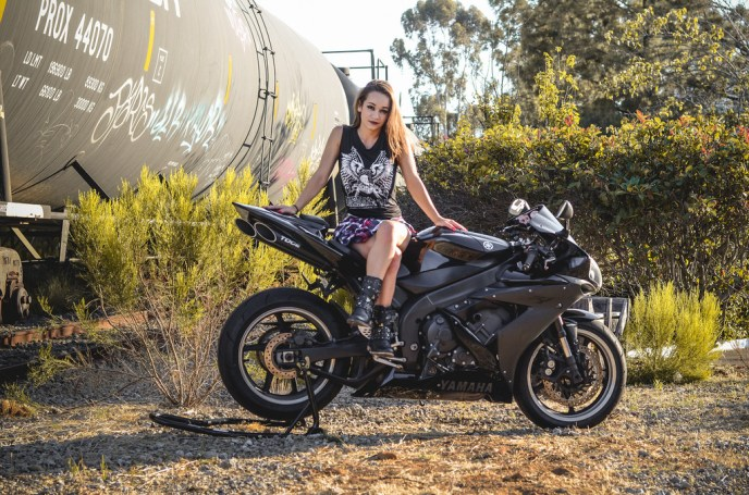 Yamaha YZF-R1 girl on RidinGirlsBlog