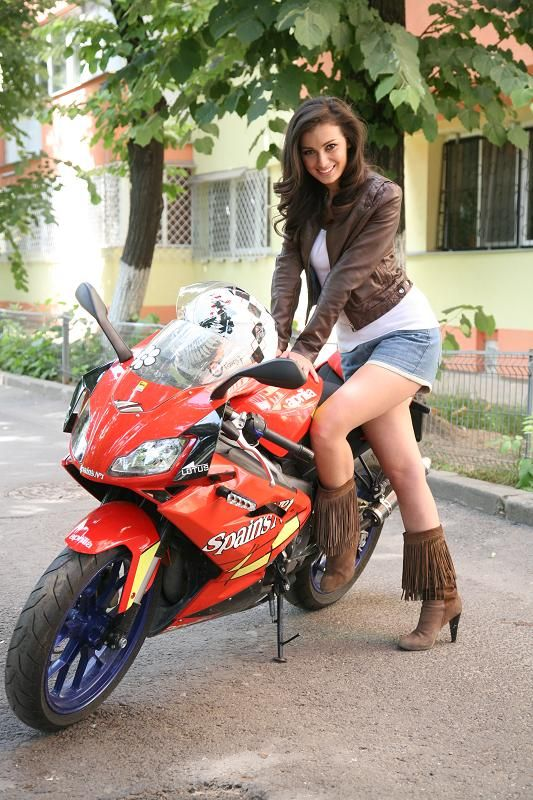 Aprilia RS125 on Ridin'Girls Blog