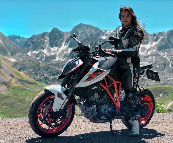 Mireia Blanch & KTM Super Duke on Ridin'GirlsBlog