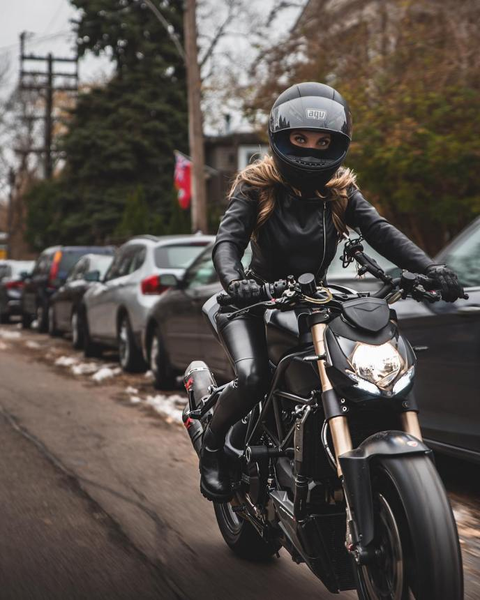 Alina Cateyka & Ducati Streetfighter 848 on Ridin'GirlsBlog